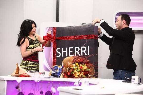 صور هيفاء وهبى 2012 هيفاء وهبى تحتفل براس السنة مع الاطفال فى برنامج سورى بس 122.jpg
