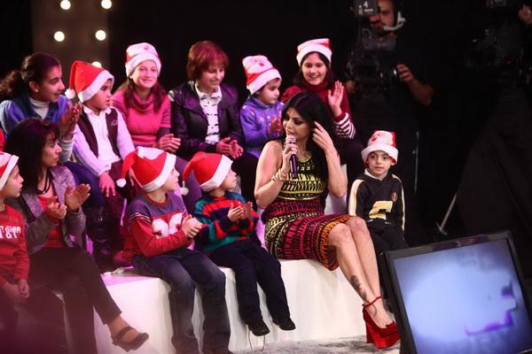 صور هيفاء وهبى 2012 هيفاء وهبى تحتفل براس السنة مع الاطفال فى برنامج سورى بس 93.jpg