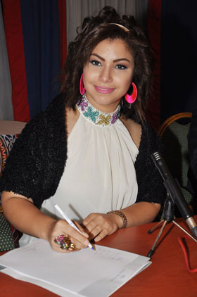 nesma mahjoub 05092012 3 النجمة المصرية نسمة محجوب تحقق حلمها .. وتتألق بفستانها الأبيض