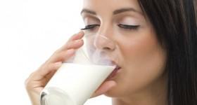 Girl-Drinking-Milk-422x280